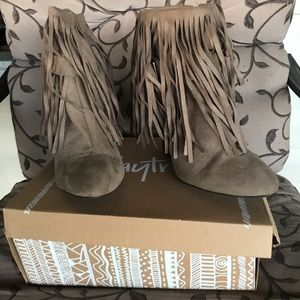 Daytrip Brand Taupe Suede Fringed Booties Sz 10
